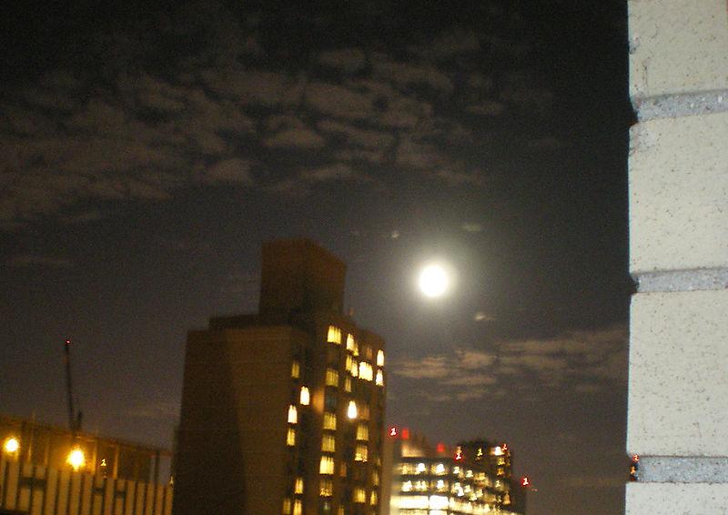 9_15_08_moon2